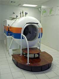 GtB Eingang mit Schott der Hyperbaric Chamber von San Pedro