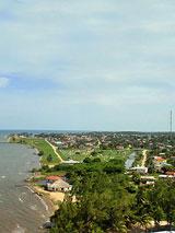 GtB Die Küstenline von Dangriga in Belize