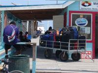 GtB Gepäck wartet aufs Wassertaxi in San Pedro
