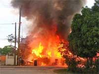 GtB Lebensgefährliches Feuer in Belize City 2004: Wie alarmiere ich die Feuerwehr?