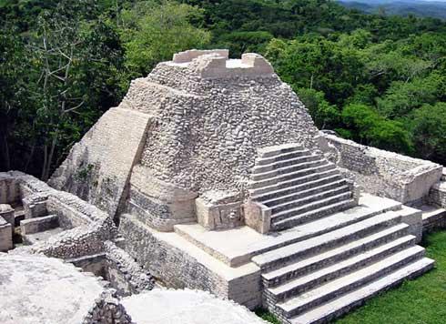 Die Caracol Maya Ruinen in Belize