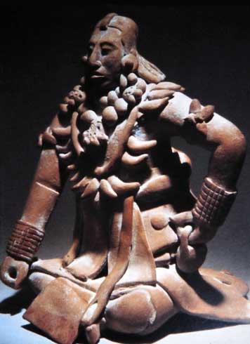 Ein Statue eines Maya Priesters